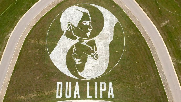 CHALK CIRCLE FOR DUA LIPA ON THE TOMORROWLAND SITE